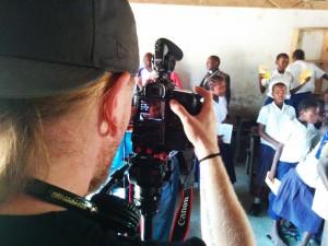 Mikko kuvaa Masai koululla