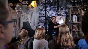 Ett rum fyllt med magi, berättelser och drömmar – Agneta Möller-Salmela berättar om sina metoder